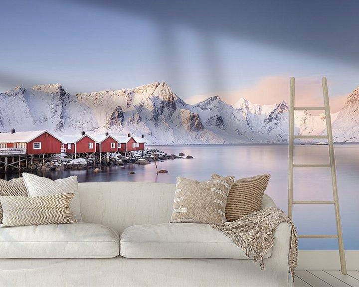 Sfeerimpressie behang: Noorse rode huisjes van Charlotte Jalvingh