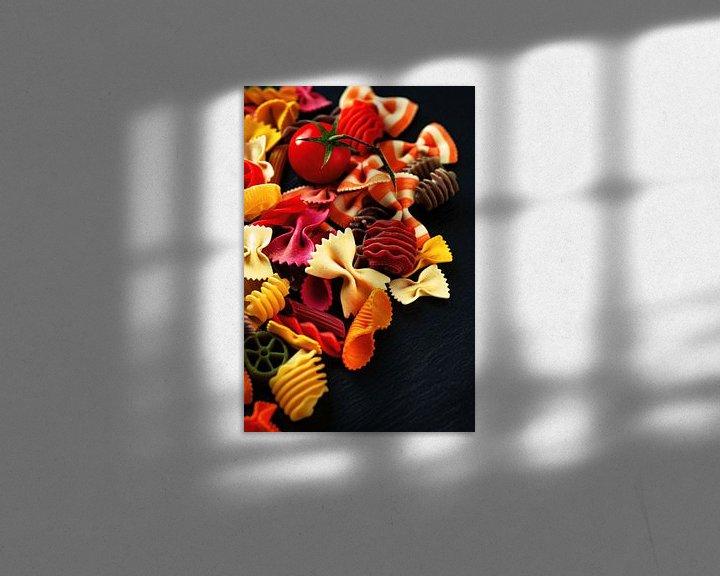 Beispiel: Bunte Nudeln auf dem Tisch von Tanja Riedel