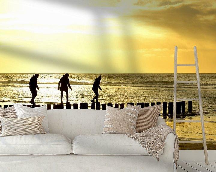 Sfeerimpressie behang: paaldansen op strand ameland van Erwin Reinders