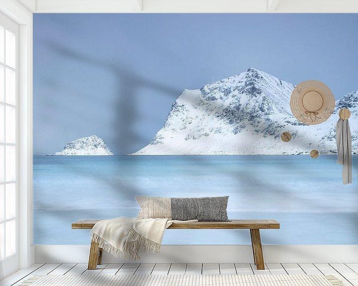 Sfeerimpressie behang: Kustlandschap in Noorwegen van Charlotte Jalvingh