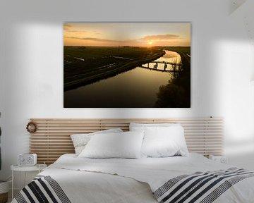 Brücke bei Sonnenuntergang von Roel Bergsma