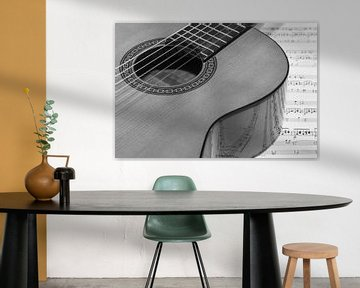 Gitarre auf Notenblatt von der Seite von Esther's Photos