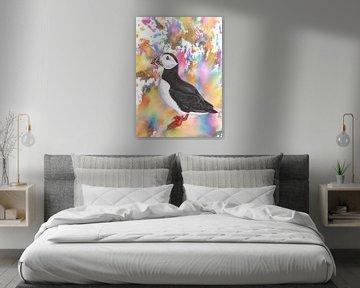 Papageientaucher in farbenfroher Umgebung. von Jasper de Ruiter