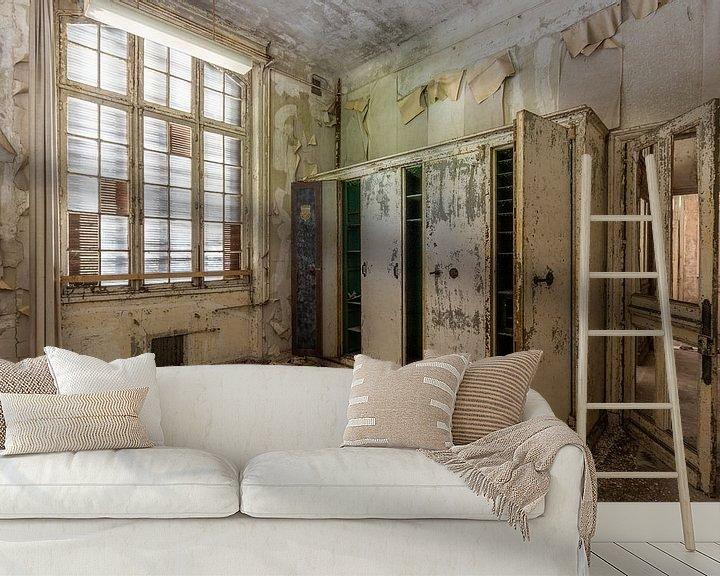 Sfeerimpressie behang: De oude kastenwand van William Linders