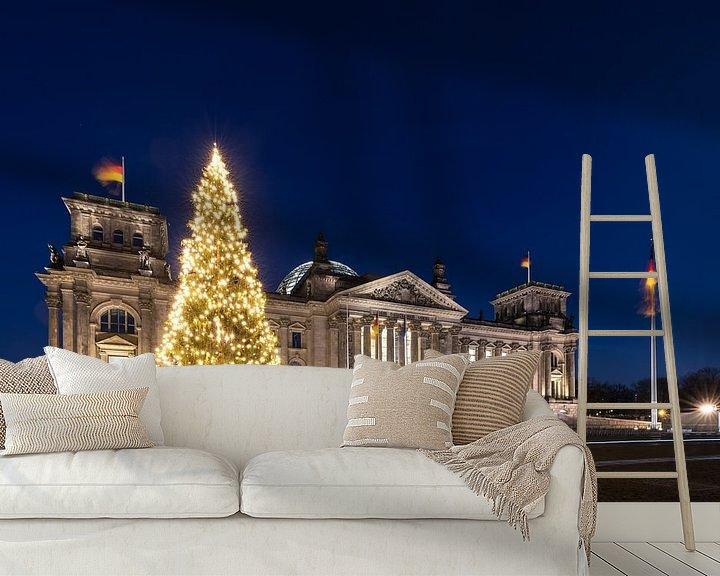 Impression: Le Reichstag construit à Berlin avec un arbre de Noël sur Frank Herrmann