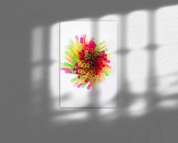 SF 12358800 Kleurrijke rietjes op witte achtergrond van BeeldigBeeld Food & Lifestyle