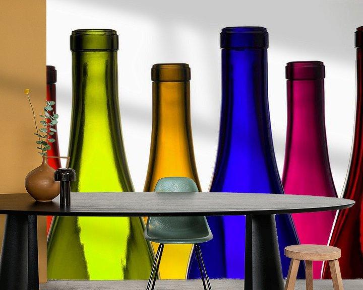 Sfeerimpressie behang: SF 00913807  gekleurde wijn flessen op witte achtergrond van BeeldigBeeld Food & Lifestyle