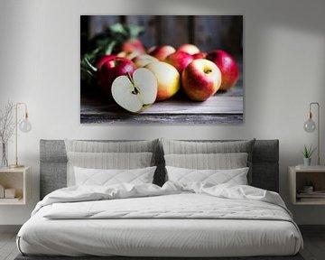 SF 11505579 Appels op rustieke, bruine achtergrond van BeeldigBeeld Food & Lifestyle