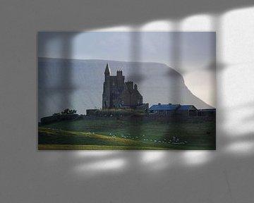 Schloss im Tal von Hannon Queiroz