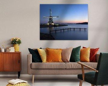 Windmühle mit Blick auf das Wasser von Hannon Queiroz