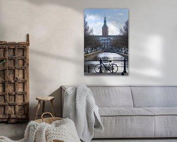Typische und ikonische holländische Grachtenansicht auf die St. Jakobskirche von Digikhmer