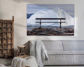 Romantisch bankje voor ijsschots in Groenland van Martijn Smeets