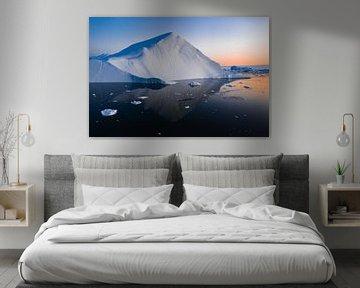 Piramide van ijs bij zonsondergang in Groenland van Martijn Smeets