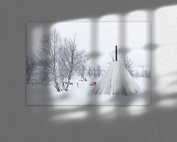 Winterlandschap met tipi tent, bomen en hondenslee