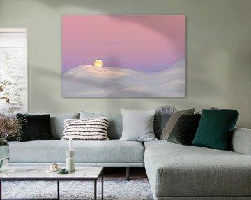 Roze zonsopkomst en maanondergang boven besneeuwde berg
