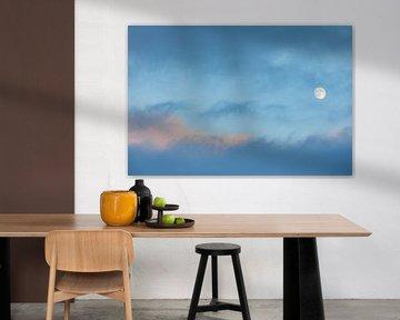 Maan in schilderachtige blauwe lucht van Martijn Smeets