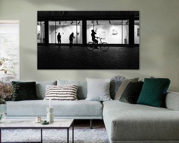 Silhouet van fietsende man in Utrecht
