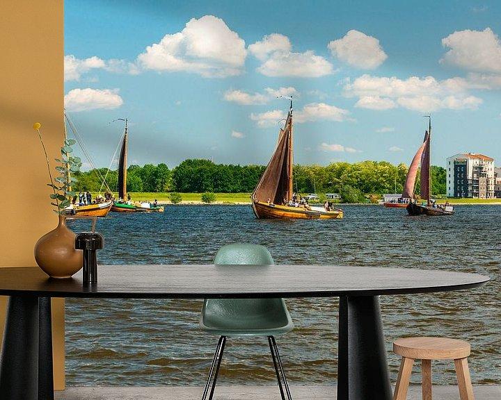 Sfeerimpressie behang: Botters op het Gooimeer van Brian Morgan