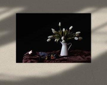 Nature morte aux tulipes et aux figues sur Moniek Kuipers