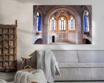 Verlassene Kirche mit Blautönen. von Roman Robroek
