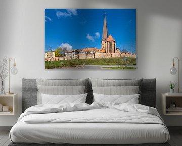 Blick auf die Petrikirche und Stadtmauer in der Hansestadt Rostock von Rico Ködder