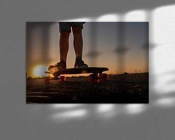 Skateboard bij zonsondergang