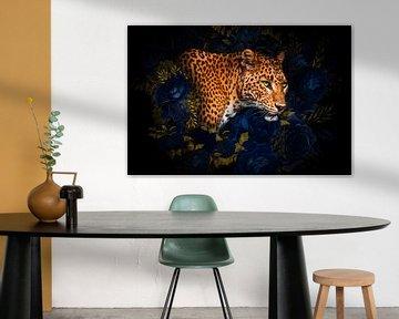 Kunstwerk van luipaard met bloemen en gouden bladeren