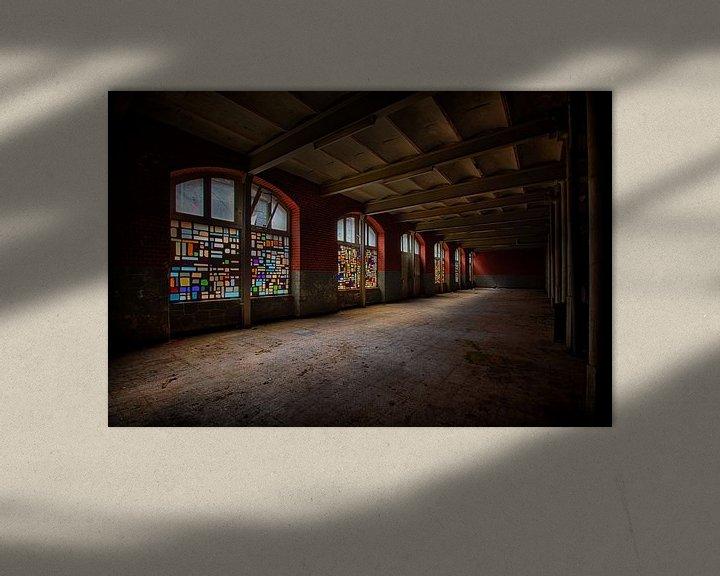 Beispiel: Urbex: Buntglasfenster in einer stillgelegten Kristallfabrik von Carola Schellekens