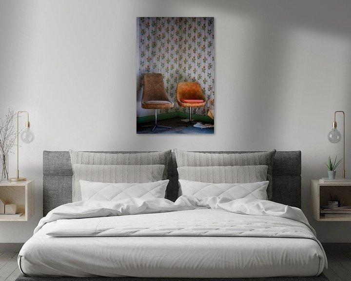 Beispiel: Urbex: Stillleben Stühle von Carola Schellekens
