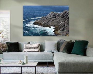 Golven op rotsen aan de Ierse kust van Youp Heinhuis