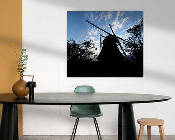silhouet van een molen van Michel Knikker