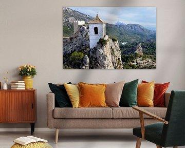 Uitzicht op het kapelletje van het kasteel de Guadalest in Spanje van Gert Bunt