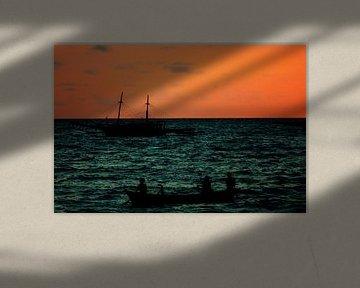Zonsondergang in vissersdorp Indonesië III van André van Bel