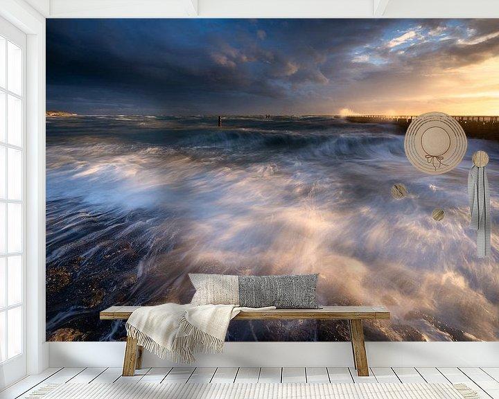 Sfeerimpressie behang: Ruige zee tijdens zonsondergang van Ellen van den Doel