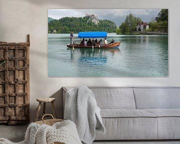 Bateau touristique sur le lac de Bled en Slovénie