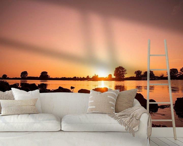 Sfeerimpressie behang: Zonsondergang aan de rivier de Maas bij Gewande van Chris Heijmans