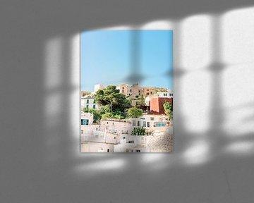 Ibiza bunte Gebäude - Schöne Altstadt von Youri Claessens