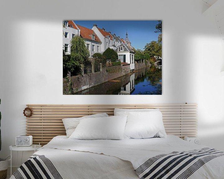 Sfeerimpressie: Gracht in de binnenstad van Amersfoort met uitzicht op Muurhuizen op een zonnig dag. van Gert Bunt