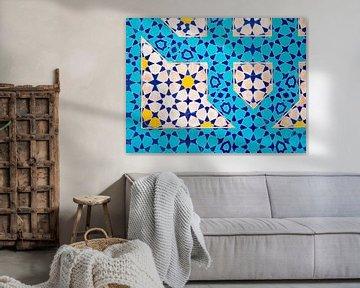 Bunte Mosaikfliesen in der Wüstenstadt Isfahan, Iran von Teun Janssen