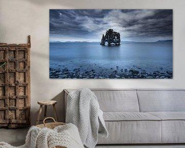 Dramatische lucht boven Hvitserkur van Sam Mannaerts Natuurfotografie