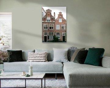 Historische Architektur von Häusern in Haarlem, Niederlande || Reisefotografie von Stadtansichten von Manon Galama