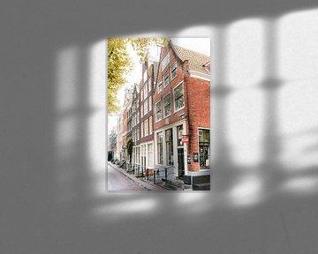 Grachtenhäuser von Amsterdam in Farbe || Farbenfrohe Reisefotografie von Stadtansichten in Europa von Manon Galama