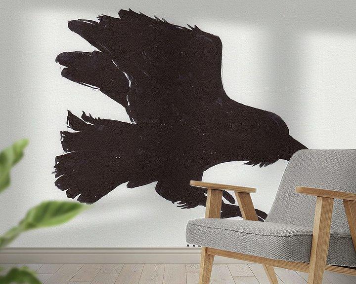 Sfeerimpressie behang: Silhouet van een vliegende raaf van Wieland Teixeira