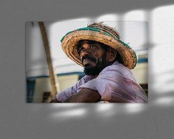 Porträt eines authentischen sri-lankischen Fischers von Art Shop West