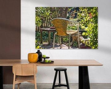 Sommer sitzend in einem Garten von Annie Postma