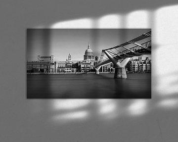 St. Pauls Cathedral und Millennium Bridge, London von Adelheid Smitt