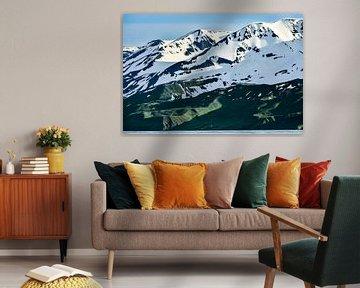 Ruige bergen en een piepklein huisje