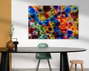 Glas mit Blumen von Ruud de Soet