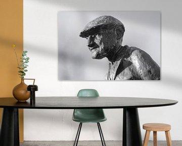 Der zufriedene Mann - Eine Statue eines Bauern in Eersel, Niederlande von John Quendag