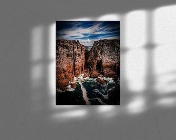 Doorkijkje tussen de rotsen van Martijn de Ruijter